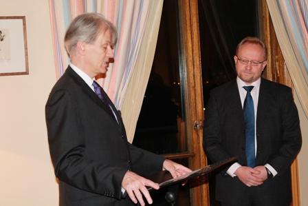 Osmo Rönty sai ranskalaisen kunniamerkin - La France en Finlande - Ambassade de France à Helsinki