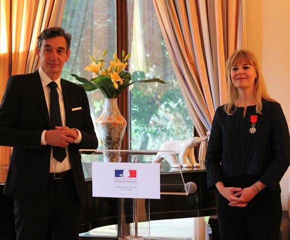 Ranskalainen kunniamerkki Susanna Mälkille - La France en Finlande - Ambassade de France à Helsinki